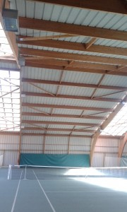 Photographie de l'intérieur du tennis couvert de Haguenau